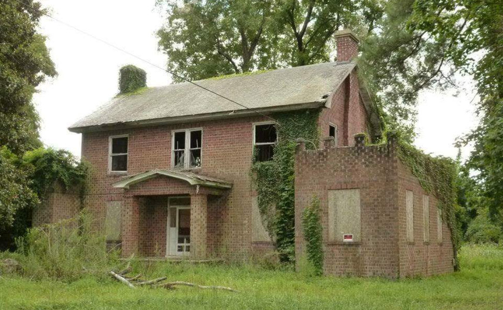 Gatewood House: Under imminent threat of demolition. See Save the Gatewood.